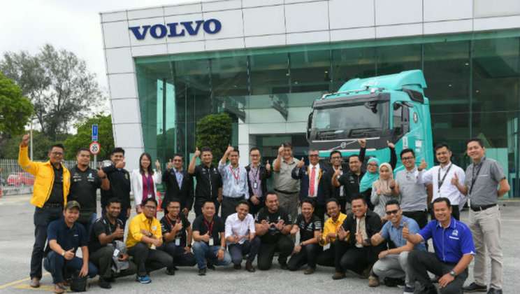 Petronas-JPJ-group-pic-1860-1050