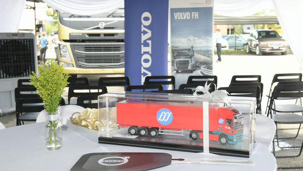 10 Units of Volvo FM440 6x2 handed over to Taipanco Sdn Bhd