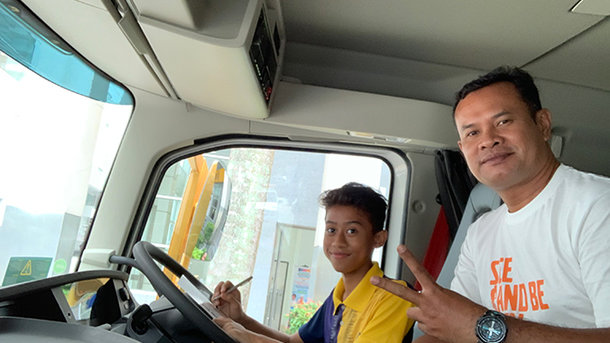 VOLVO TRUCKS BRINGS 'SEE AND BE SEEN' ROAD SAFETY INITIATIVE TO PUTRAJAYA