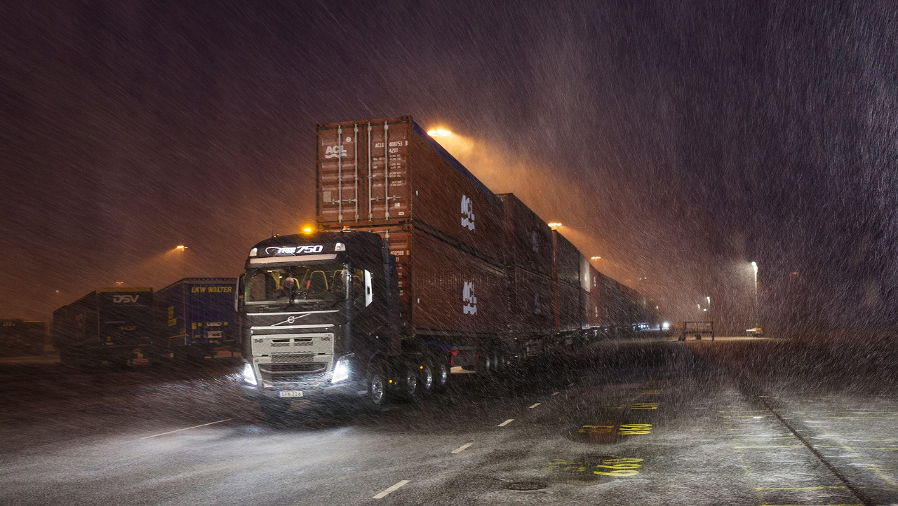 Volvo FH testing heavy load